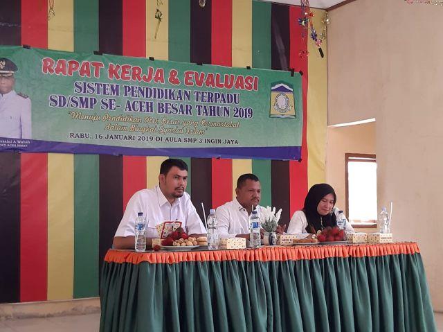 Disdikbud Aceh Besar Gelar Rapat Kerja dan Evaluasi Program SPT