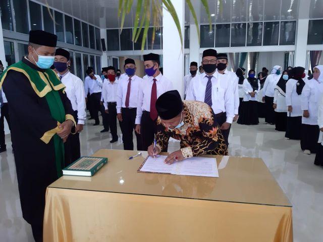 Kadisdikbud Lantik Sejumlah Kepala Sekolah Di Aceh Besar