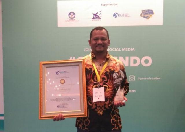 Kadisdikbud Wakili Bupati Aceh Besar Terima Penghargaan API 2019